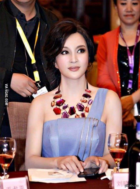 Liu Xiaoqing - китайская актриса. Ей 50 лет.   старушка, 9gag, старость, молодость, молодая, красивая девушка