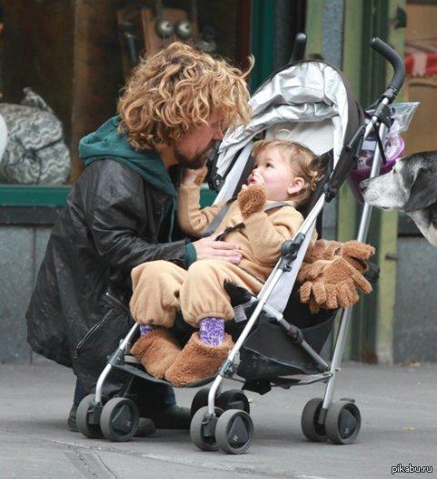 Питер Динклейдж с дочкой.   Игра престолов, сериалы, милота
