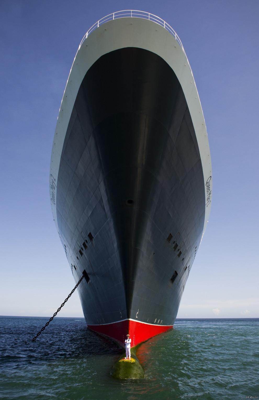 """Невероятное изображение судна """"Королева Мария II"""" и его капитана"""