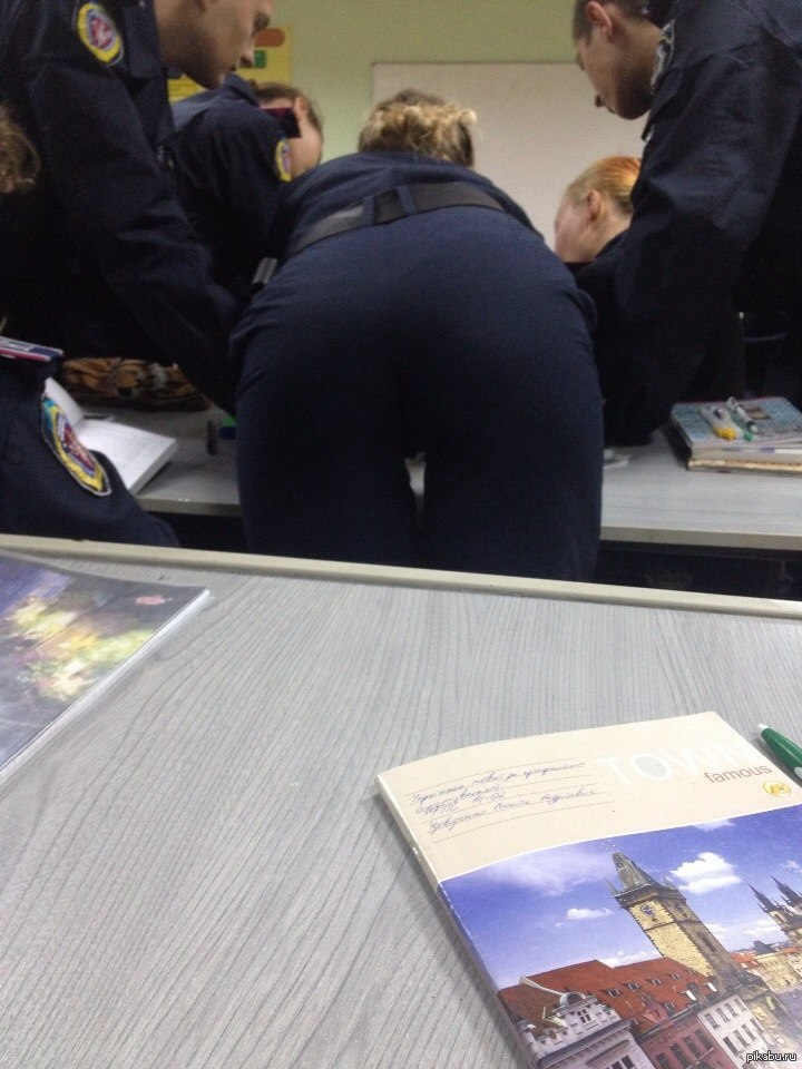 porno-brat-drochit-na-sestru-v-vannoy