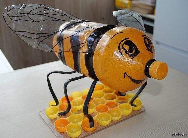 Поделки из пластиковых бутылок пчёлки