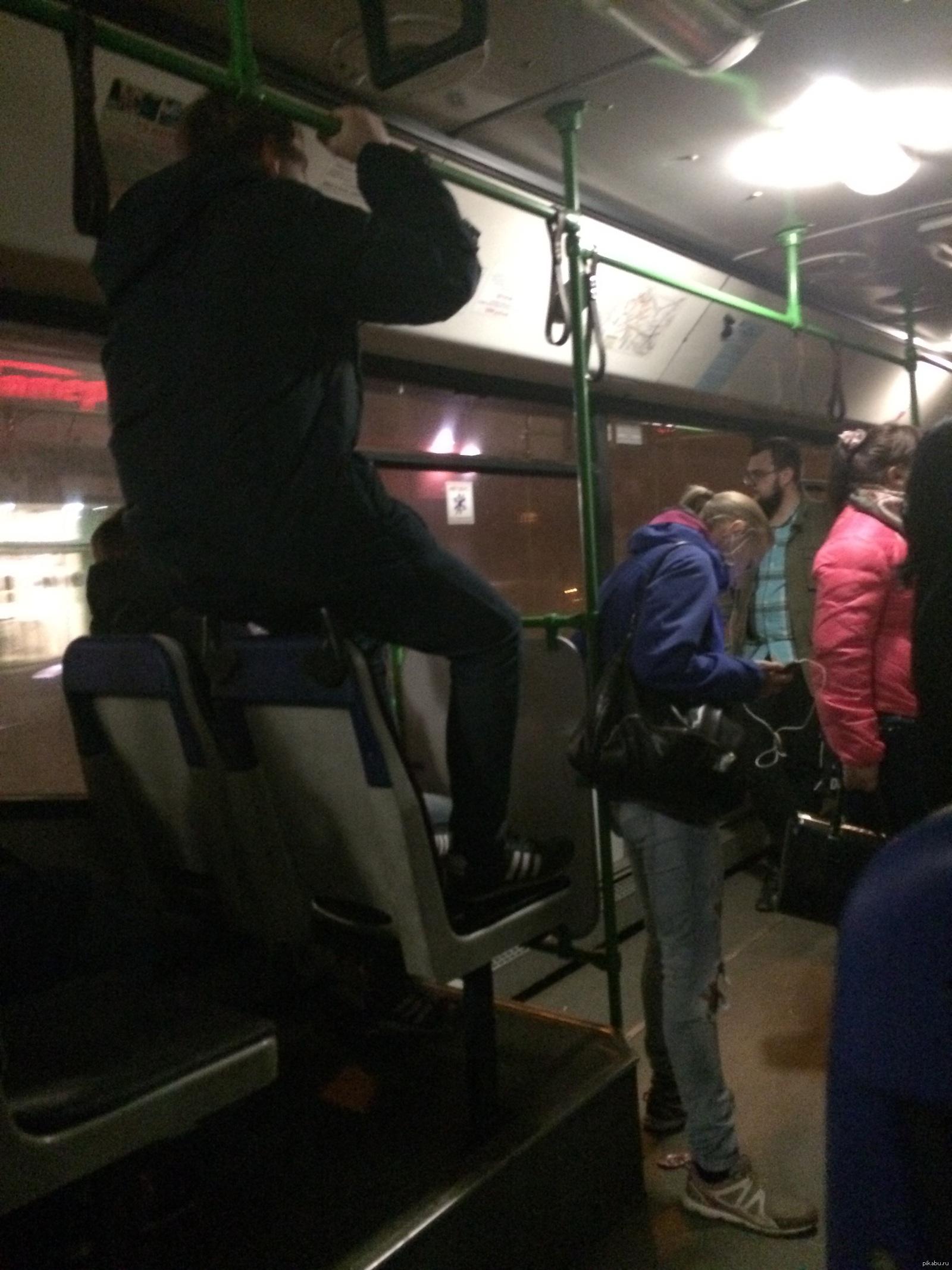 Увидала хуй в автобусе